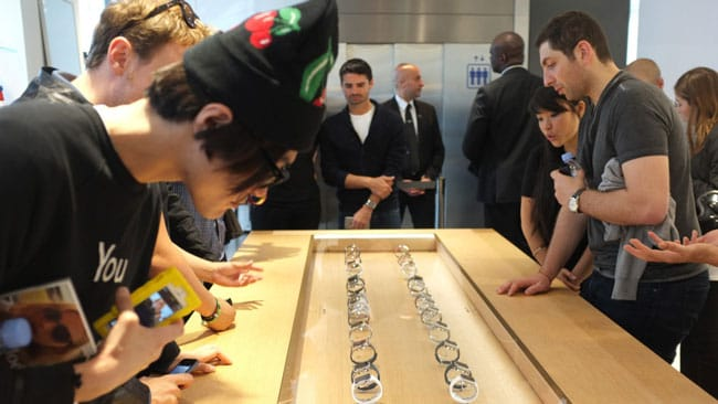 Expositor de Apple Watch en una Apple Store