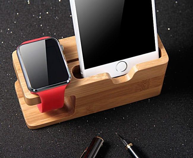 iPhone y Apple Watch en la base de carga dual