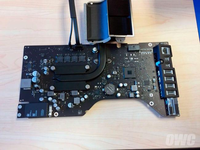 Placa base de un iMac de 21,5 pulgadas