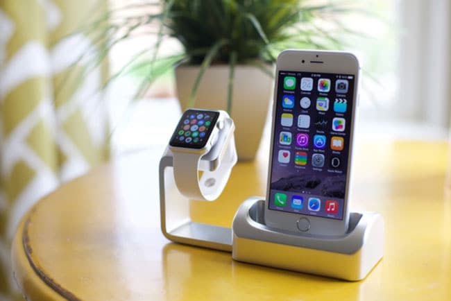Apple Watch y iPhone 6 en dock