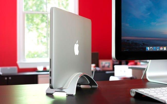 MacBook con la tapa cerrada conectado a una pantalla externa